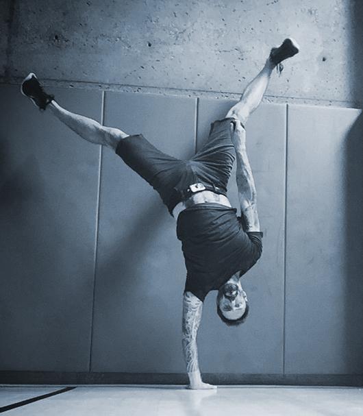 Derek handstand